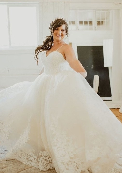 Bride customized her wedding dress with Anomalie Online Wedding Dresses with a sweetheart bodice, spaghetti straps, and floral lace.
